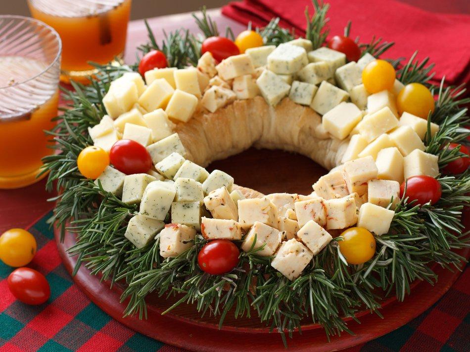 Holiday cheddar wreath